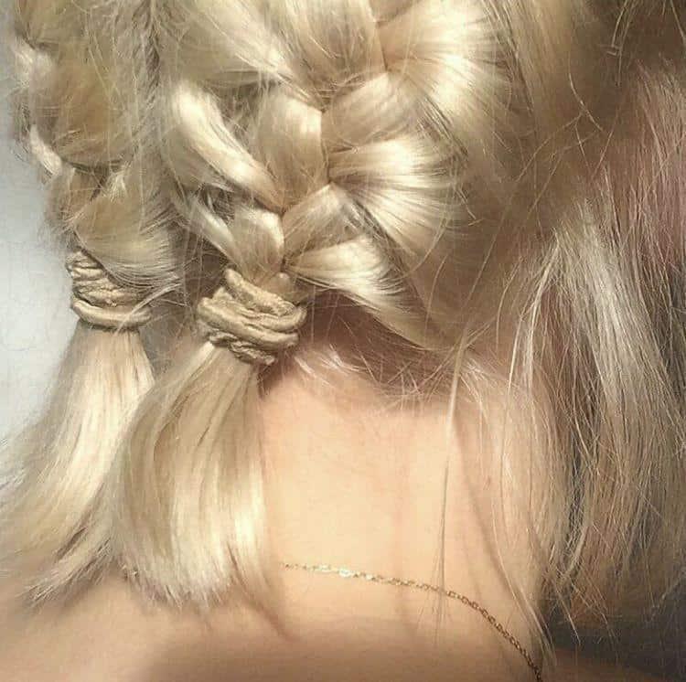 Peinados aesthetic para chicas con cabello corto - Dos Trenzas Petite