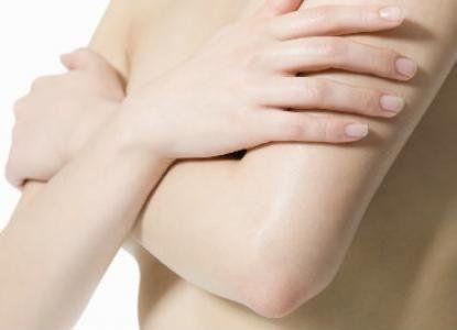 Usos y beneficios de la vaselina - Exfoliante de Codos y Rodillas