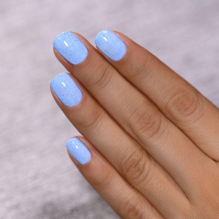 Diseños de uñas aesthetic para piel morena - Un solo color