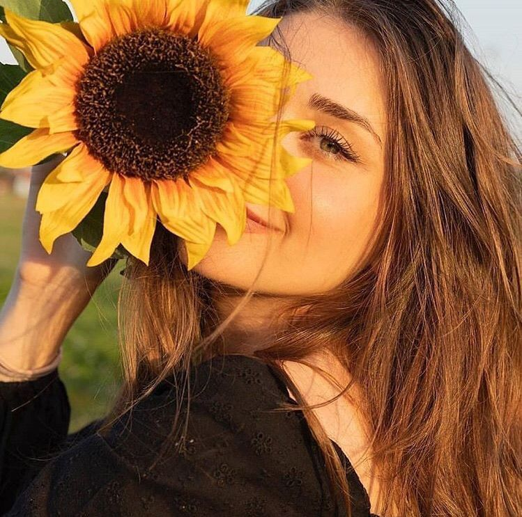 Poses de Instagram para chicas no fotogénicas - Con flores