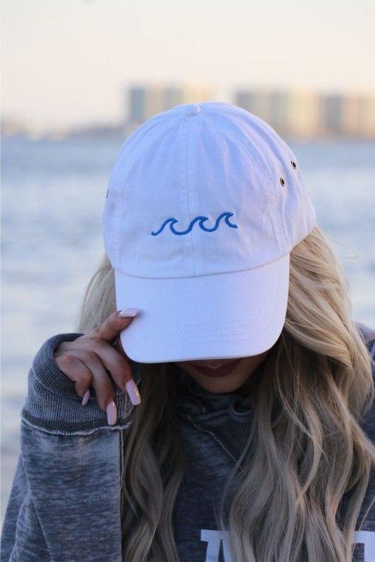Poses de Instagram para chicas no fotogénicas - Utilizando una gorra
