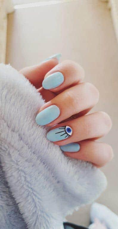 Diseños de uñas con ojos y pestañas - De un solo color