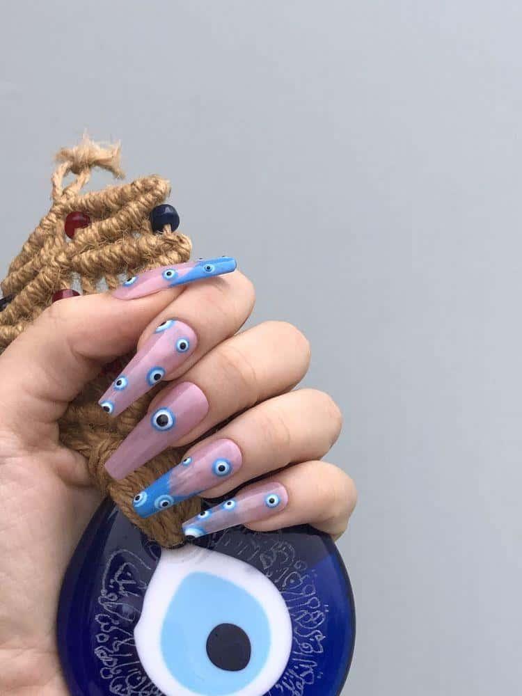 Diseños de uñas con ojos y pestañas - Ojos Turco