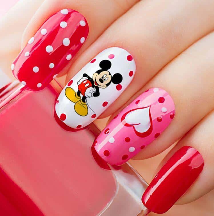 Diseños de uñas de Mickey Mouse - En una sola uña