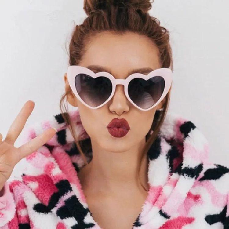 Selfies con gafas de sol que debes intentar - Lentes de corazón