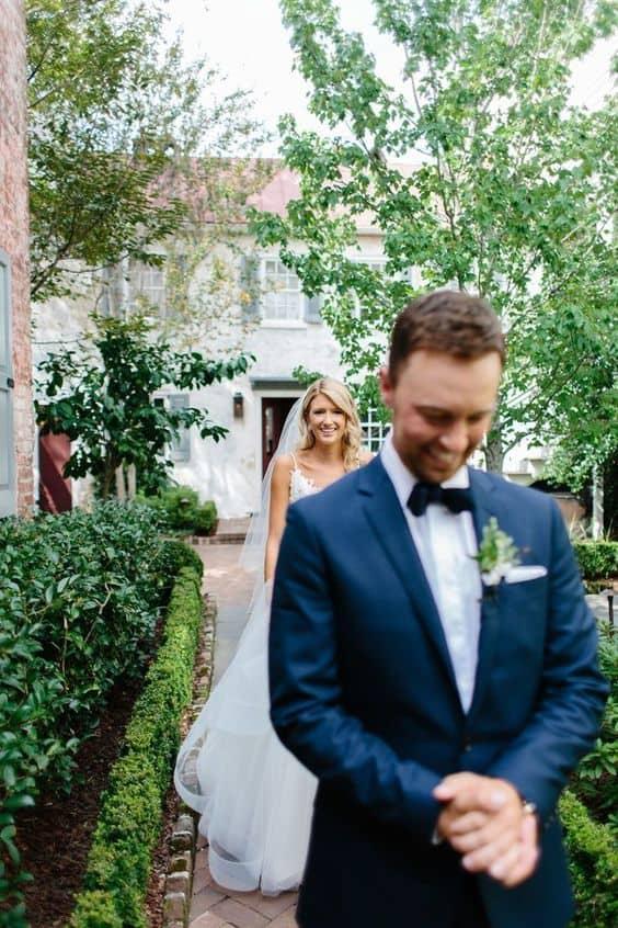 Ideas para fotos que debes intentar en tu boda - El momento antes de que te vea