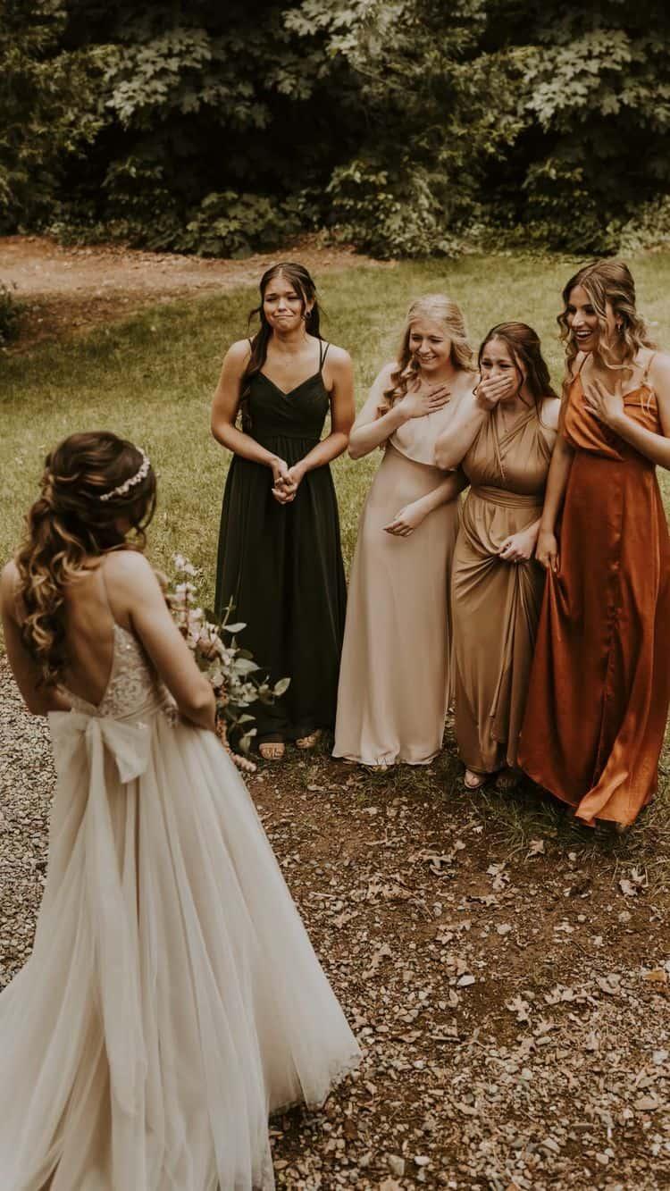 Ideas para fotos que debes intentar en tu boda - El momento importante con tus damas de honor